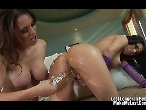 Sexy Latin Licking Pussy And Toying